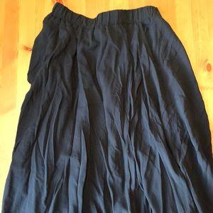 Old navy midi skirt. Navy. Pockets. Small.